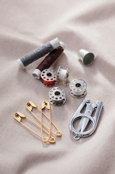 Elevato angolo di navette per macchine da cucire con forbici e spille da balia