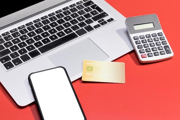Elevato angolo di shopping online con spazio di copia
