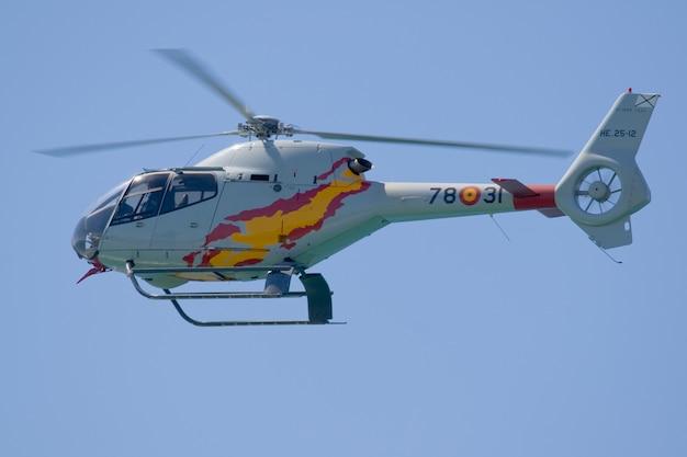 Elicottero militare di addestramento