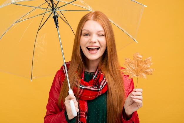 Emoticon della ragazza di smiley del colpo medio