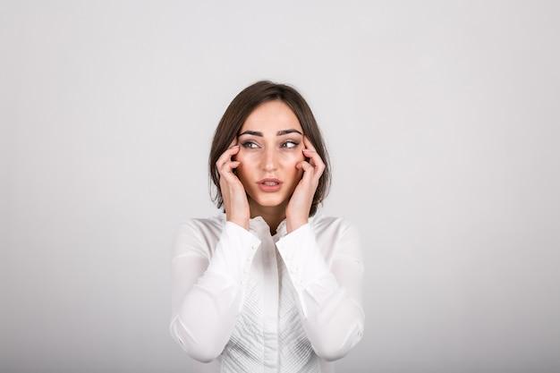 Emozioni della donna in studio