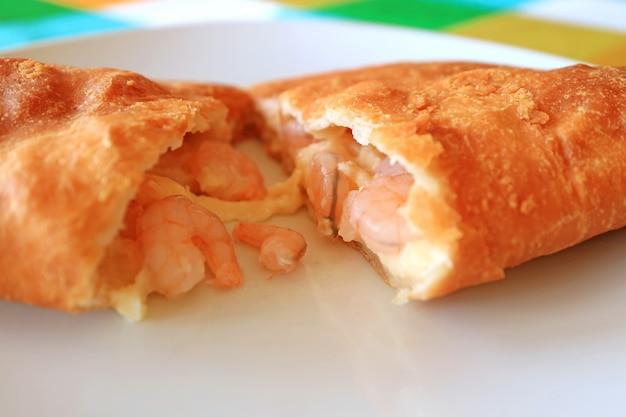 Empanadas de camarones o cilena farcita ripiena