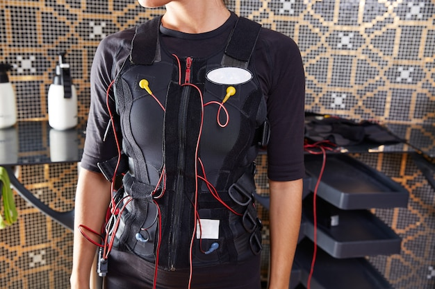 Ems donna vestito di elettrostimolazione