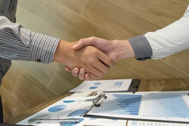 Entrambi gli uomini d'affari hanno raggiunto il successo commerciale due volte più redditizio.