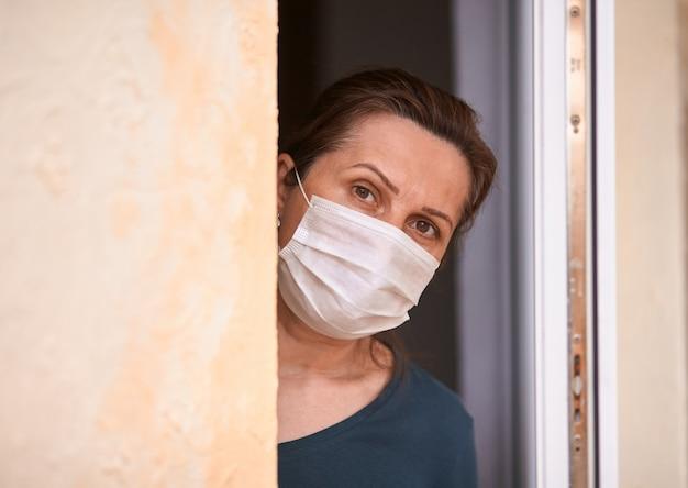 Epidemia di coronavirus, quarantena domestica durante l'infezione covid-19.