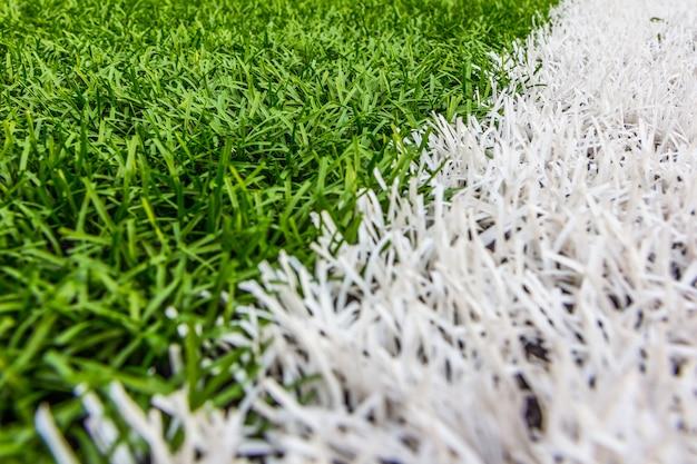 Erba artificiale con strisce bianche, stadio di calcio