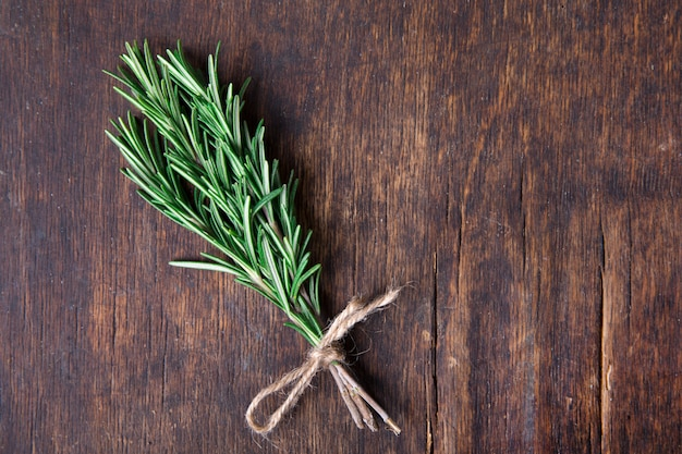 Erbe ingredienti al rosmarino e additivi alimentari naturali.