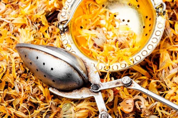 Erbe medicinali di calendula secca