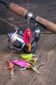 Esca da pesca spinner cucchiaio sulla bobina di pesca spinning