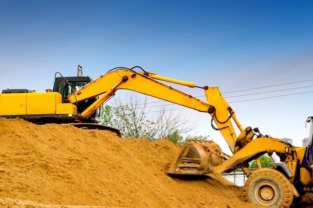 Escavatore al lavoro