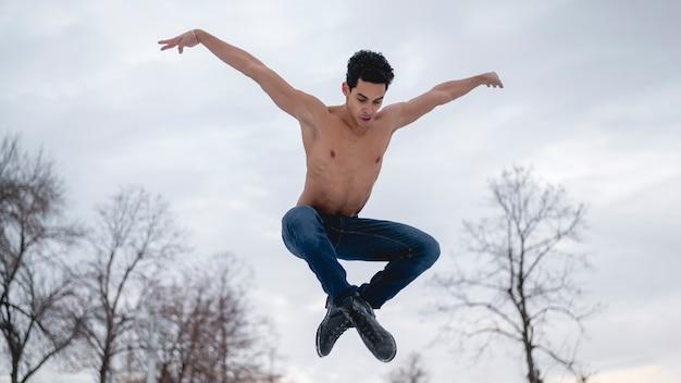 Esecutore maschio di balletto