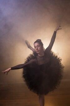 Esecuzione della ballerina di vista frontale