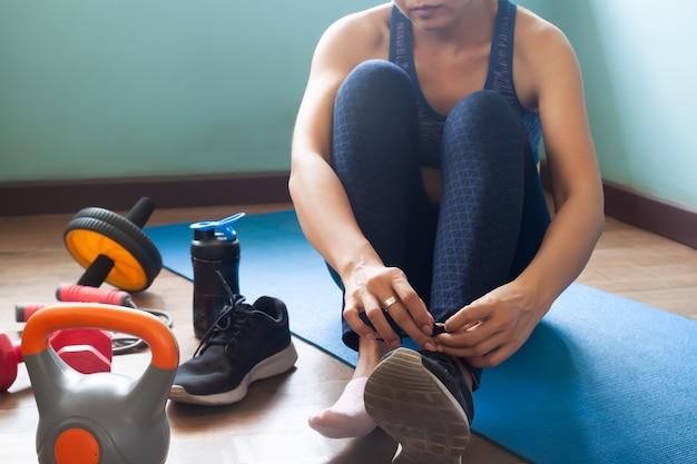 Esercizio della donna a casa, stile di vita sano