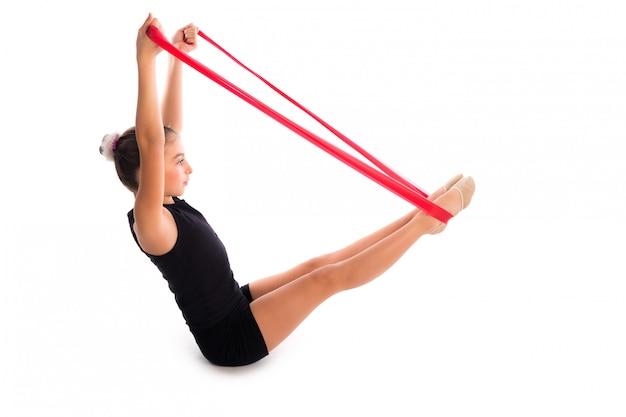 Esercizio di fitness per bambini con fascia di resistenza in gomma