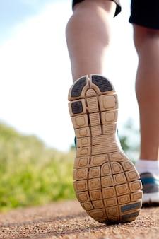 Esercizio fisico jogger corridore verde