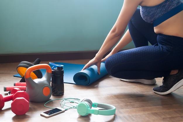 Esercizio grasso della pancia della pancia a casa
