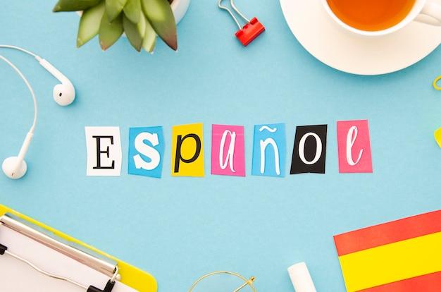 Espanol scritte su sfondo blu