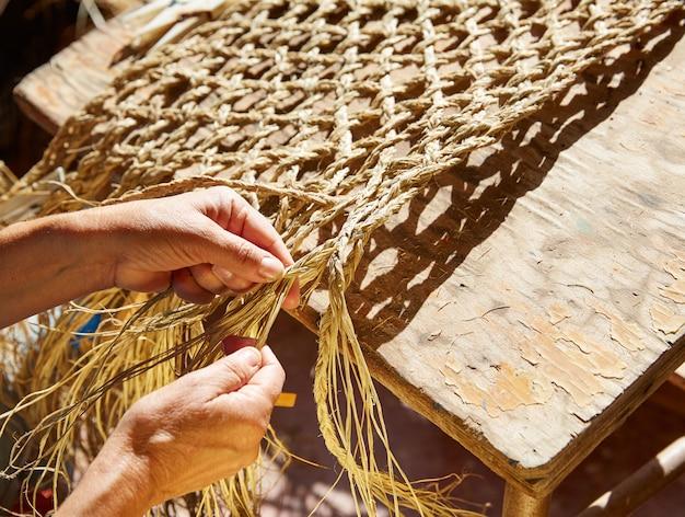 Esparto halfah erba artigianato mani d'artigiano