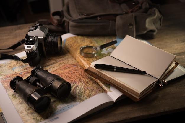 Esplorare la destinazione per le vacanze, pianificare un viaggio di avventura