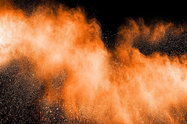 Esplosione astratta di polvere arancione