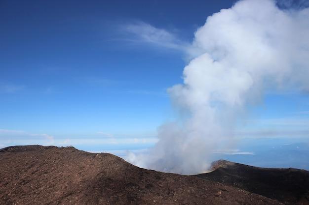 Esplosione del cratere montano
