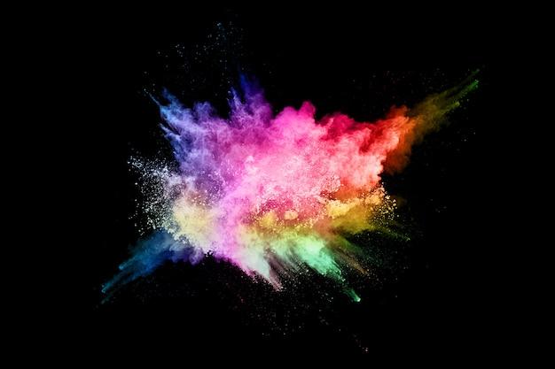 Esplosione di polvere colorata astratta su sfondo nero