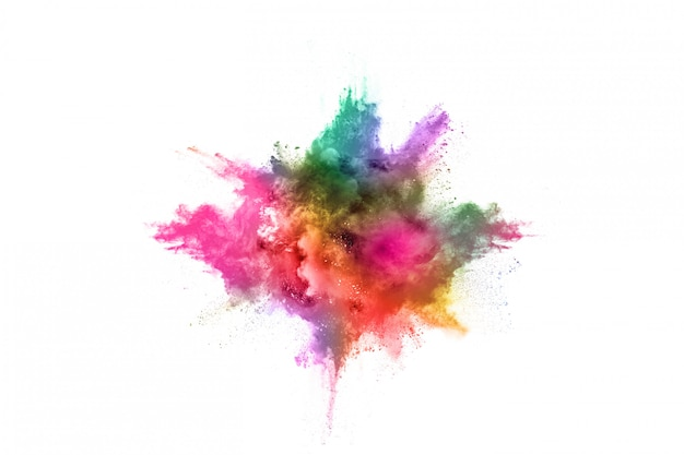 Esplosione di polvere colorata su bianco.