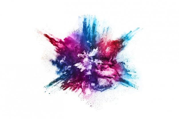 Esplosione di polvere colorata su sfondo bianco