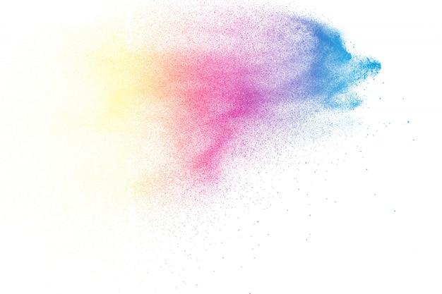 Esplosione di polvere di colore astratto su sfondo bianco
