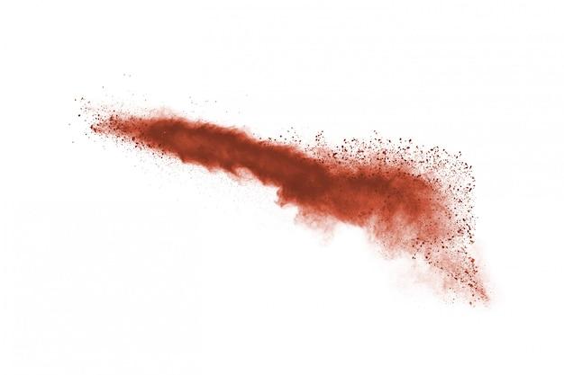 Esplosione di polvere di colore marrone su bianco.
