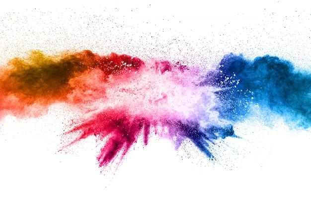 Esplosione di polvere di multi colore su sfondo bianco.