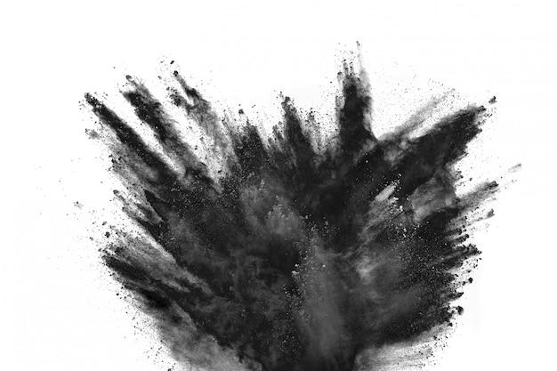 Esplosione di polvere nera su sfondo bianco.