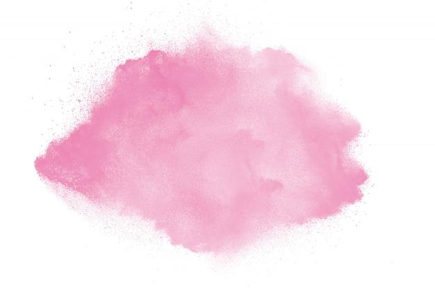 Esplosione di polvere rosa su sfondo bianco
