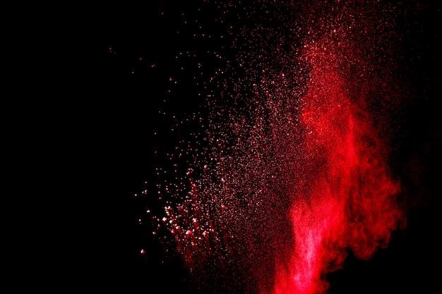 Esplosione di polvere rossa al buio