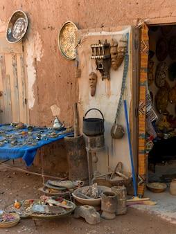 Esposizione del negozio di antiquariato, ouarzazate, marocco