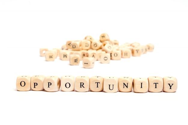 Esprima con i dadi sull'opportunità bianca della priorità bassa