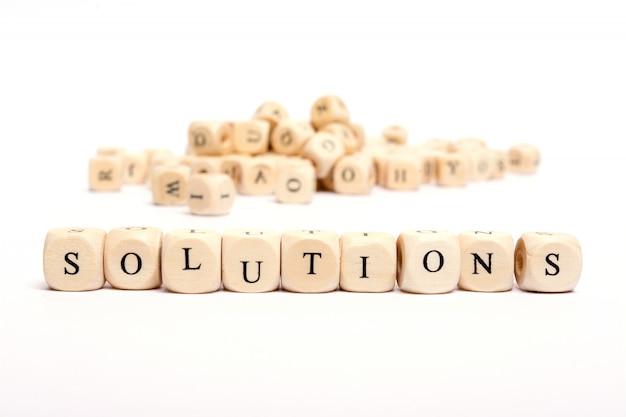 Esprima con i dadi sulle soluzioni bianche della priorità bassa
