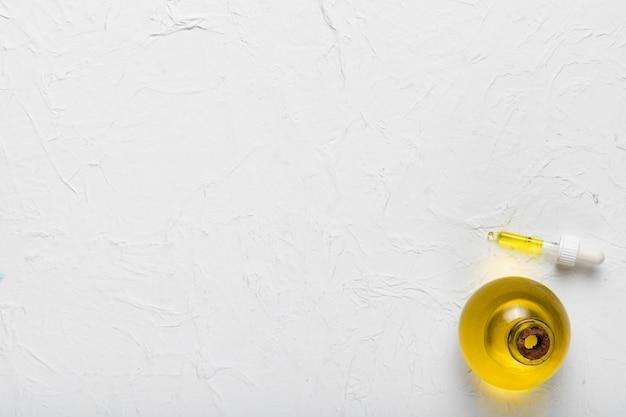 Essenza di olio balsamico copia-spazio presso spa
