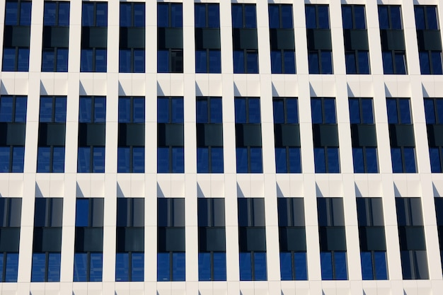 Esterno di edifici per uffici moderni in un nuovo centro business contemporaneo.