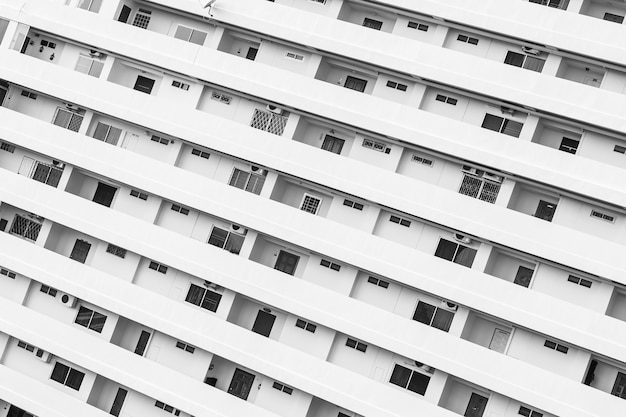 Esterno di un edificio con pattern di balcone finestra