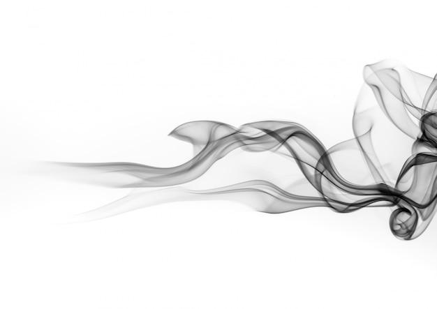 Estratto in bianco e nero del fumo su fondo bianco, progettazione del fuoco