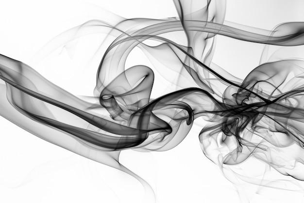 Estratto nero del fumo su fondo bianco, progettazione del fuoco, movimento di tossico