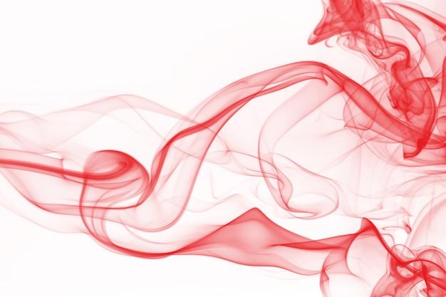Estratto rosso del fumo su fondo bianco, progettazione del fuoco