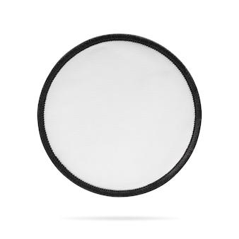 Etichetta in bianco del tessuto o della toppa su fondo isolato con il percorso di ritaglio.