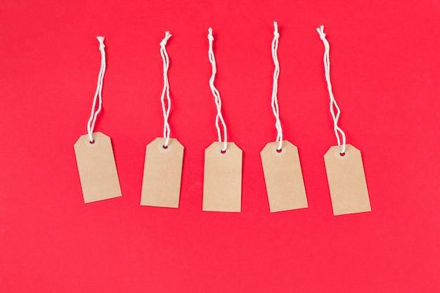 Etichetta in cartone per abbigliamento