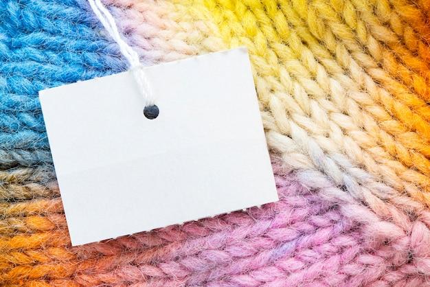Etichetta libera sulla struttura dei guanti arcobaleno.