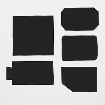 Etichette nere differenti sul bordo bianco