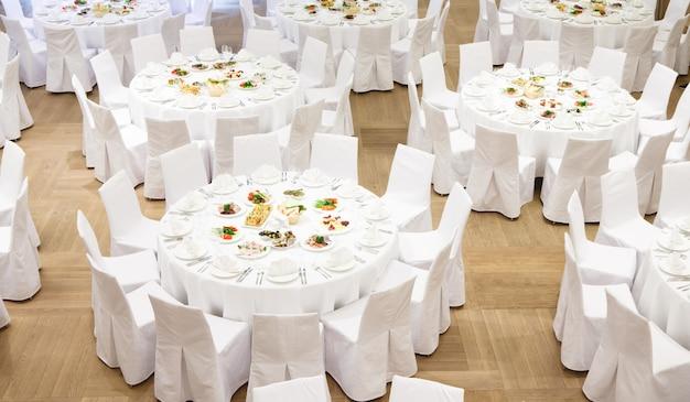 Evento ben organizzato - servito tavoli per banchetti