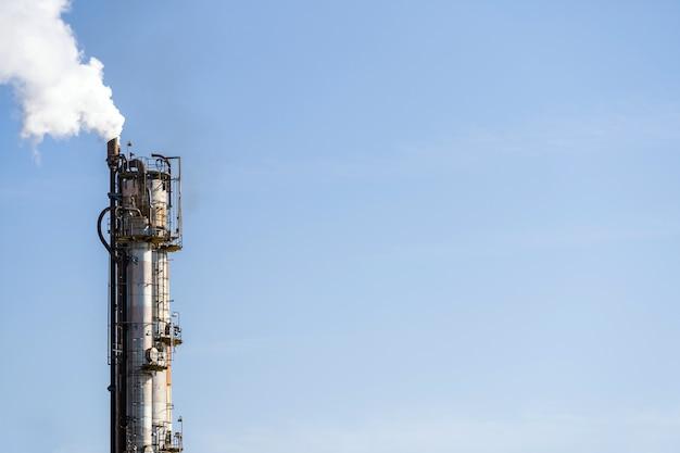Fabbrica petrolchimica petrolifera