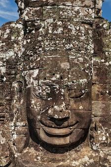 Faccia del tempio di bayon, angkor, in cambogia